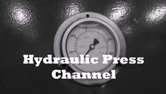 Krążek hokejowy kontra prasa hydrauliczna