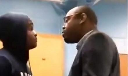 Uczeń vs nauczyciel na lekcji. Ci dwaj szybko przeszli od słów do czynów
