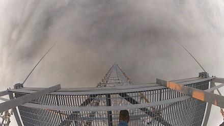 Wspinaczka na wieżę o wysokości ponad 600 metrów