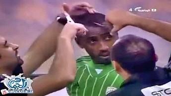 W takiej fryzurze nie zagrasz. Saudyjczyk musiał się ostrzyc przed meczem