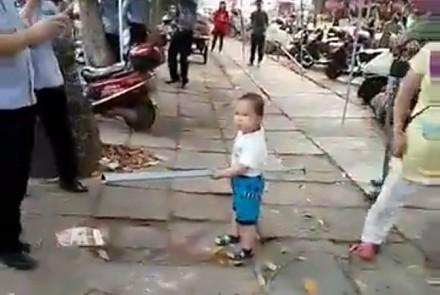 Wnuczek broni babcię przed strażą miejską