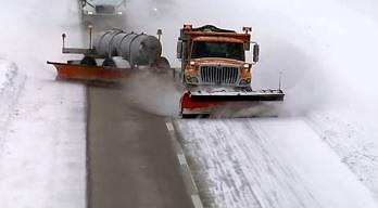 Zobacz jak z zimą radzą sobie drogowcy w Ameryce