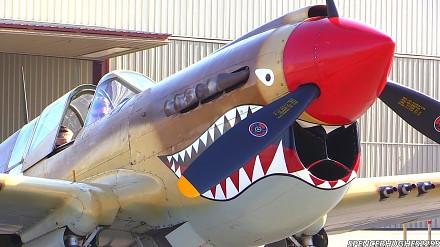 Curtiss P-40 Warhawk - Start silnika i lot 1300-konną bestią