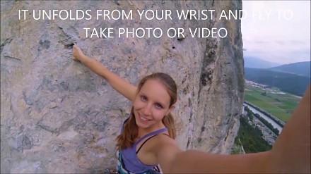 Dron z kamerą, którego możesz nosić na ręcę jak bransoletkę
