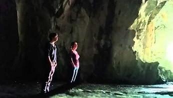 Ta dwójka tworzy muzykę ambient używając tylko swoich głosów i jaskini