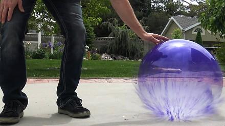 Co się stanie, gdy wypełnimy balon ciekłym azotem?