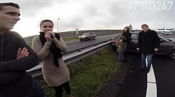 Holenderska policja jadąca do wypadku drogowego