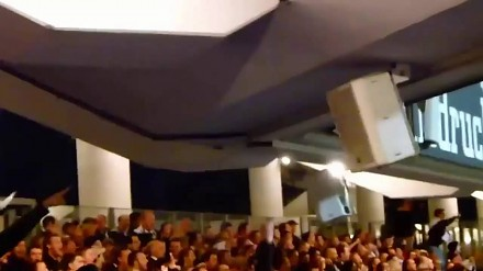 Kibice Eintrachtu Frankfurt dosłownie rozbujali cały stadion