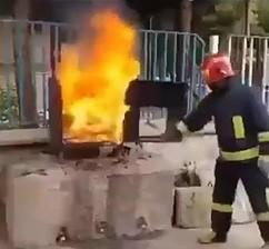 Jak zgasić ogień coca colą?