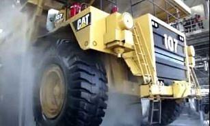 Mega Maszyny: Jak myją ciężarówki górnicze?