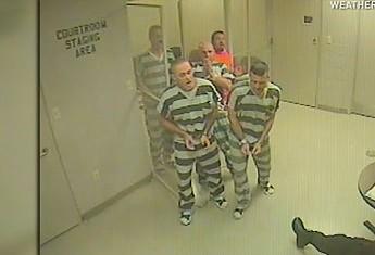 Więźniowie w Teksasie wydostali się z celi i uratowali strażnika