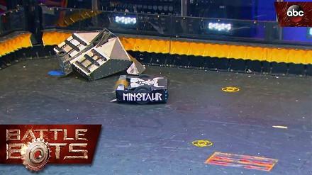 Pojedynek robotów Blacksmith vs. Minotaur