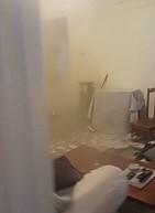 Spadający sufit w pokoju