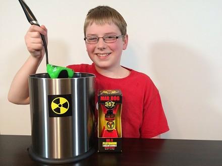12-latek wraz z ojcem próbują sos Plutonium (9 SHU)