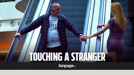 Co się stanie, gdy będziesz dotykał nieznajomych na ruchomych schodach?