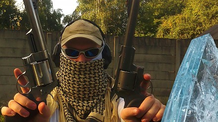 Najmocniejszy rewolwer w kraju kontra kuloodporne szyby i sportowe kamerki