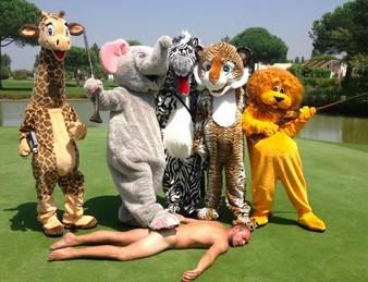 Dzikie zwierzęta polują na ludzi - safari Remiego Gaillarda. MOCNE!
