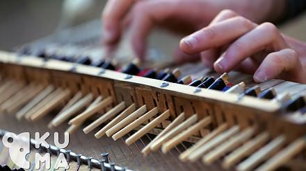 Jak brzmi pianino z pałeczek?