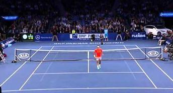 Mały chłopiec wygrał wymianę z Federerem!