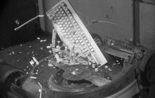 Kosiarka kontra..., czyli destrukcja przedmiotów