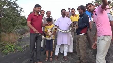 Chciał mieć niezapomniane selfie z wężem