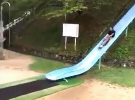 Ekstremalna zjeżdżalnia w japońskim parku