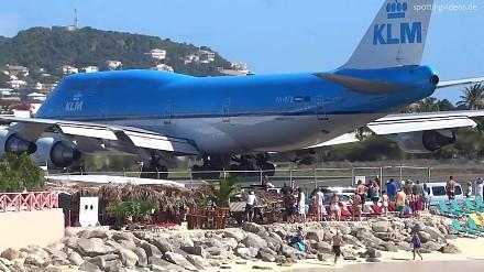 Jak przewrócić samolotem grupę ludzi?