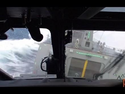 MH-60R SEAHAWK - Test lądowania na okręcie w ciężkich warunkach