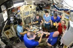 """""""Podeślij sól"""" - świąteczny obiad na pokładzie Międzynarodowej Stacji Kosmicznej"""