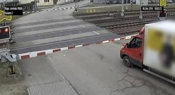 Uwięziony na przejeździe kolejowym w Czechach