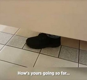 Dwójka Kanadyjczyków spotyka się w publicznej toalecie