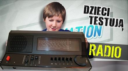 """""""Czy to grzejnik?"""" - młodzi Polacy testują klasyczne radio"""