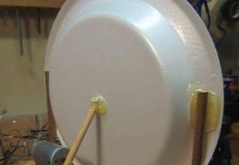 """Jak łatwo """"produkować dźwięk"""" domowym sposobem - głośnik z plastikowego talerza"""