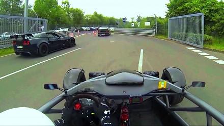 Ariel Atom robi okrążenie na Nurburgring