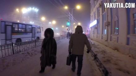 Nocne życie miasta przy -44 stopniach Celsjusza