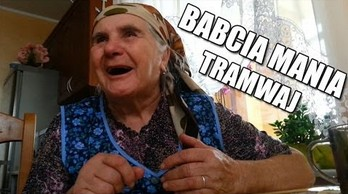 Babcia Mania opowoada dowcip o tramwaju