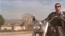 Arni to jest gość! Najlepsze filmy Schwarzeneggera zmontowane z nutą humoru w jeden filmik