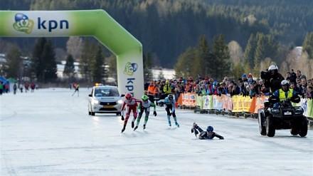 Elma de Vries upadła 20 metrów przed metą. Po przejechaniu prawie 200 kilometrów
