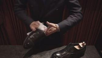 Japończyk pokazuje jak powinno się czyścić buty