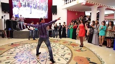 Tradycyjny taniec z Azerbejdżanu. Po prostu WOW