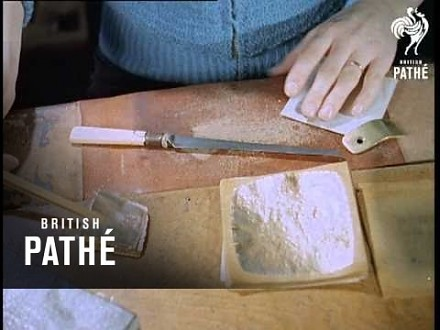 Produkcja złota płatkowego używanego do złoceń, film z 1959 roku