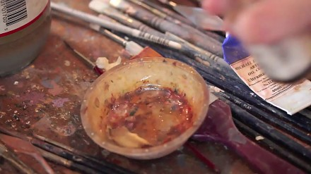 Artysta maluje obraz olejny od zera