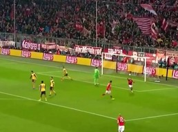 Gol Thiago w meczu z Arsenalem po kapitalnym podaniu Lewandowskiego