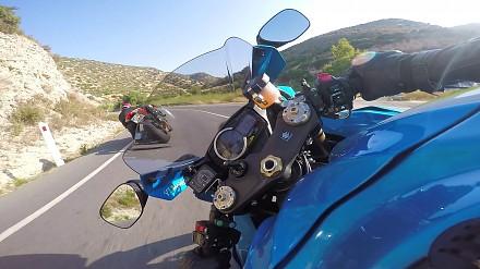Szybka jazda motocyklem nagrywana GoPro z żyroskopową stabilizacją