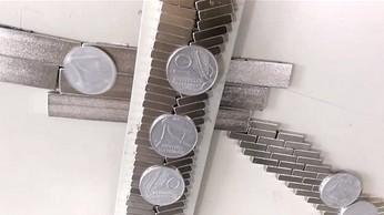 Zabawa aluminiowymi monetami i magnesami neodymowymi