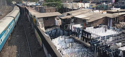 Polak odwiedza największą pralnię na świecie, która znajduje się w Indiach