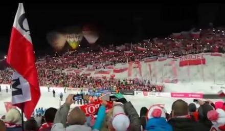 Hymn Polski zaśpiewany przez 60 tys. kibiców