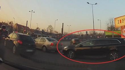 Jedź bezpiecznie - Dworak zablokowany na rondzie Kotlarskim
