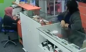 Udana kradzież telefonu z gabloty