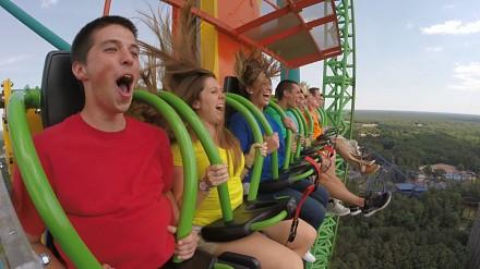 Drobna atrakcja w parku rozrywki gwarantująca prawdziwe emocje